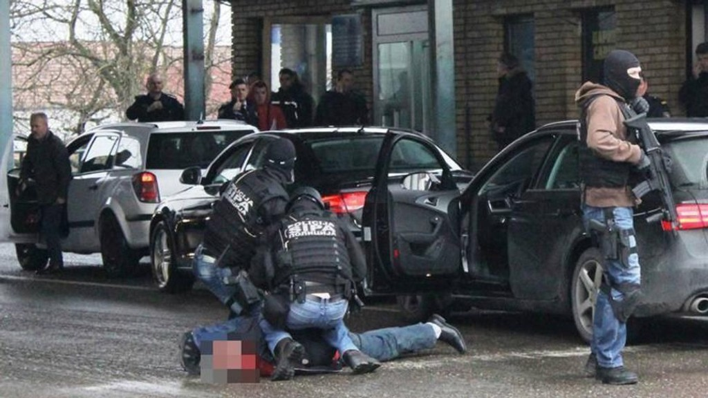 Fem menn ble pågrepet i Bosnia mistenkt for å ha bygget en bombe.