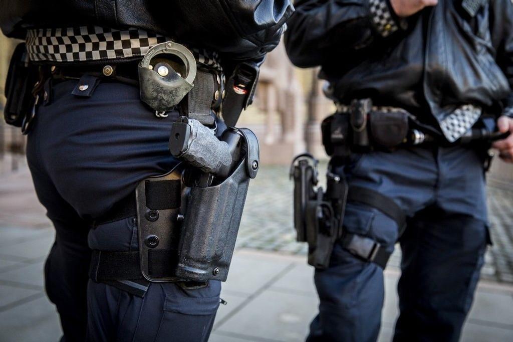 EN DEL AV HVERDAGEN: Bevæpnet politi er omstridt, men enn så lenge, en del av vår hverdag.