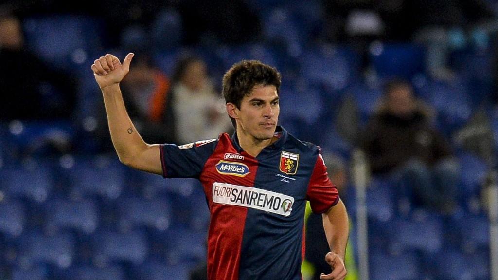 Genoas Diego Perotti jubler for scoring i i den sterke 1-0-seieren borte mot Lazio forrige måned.