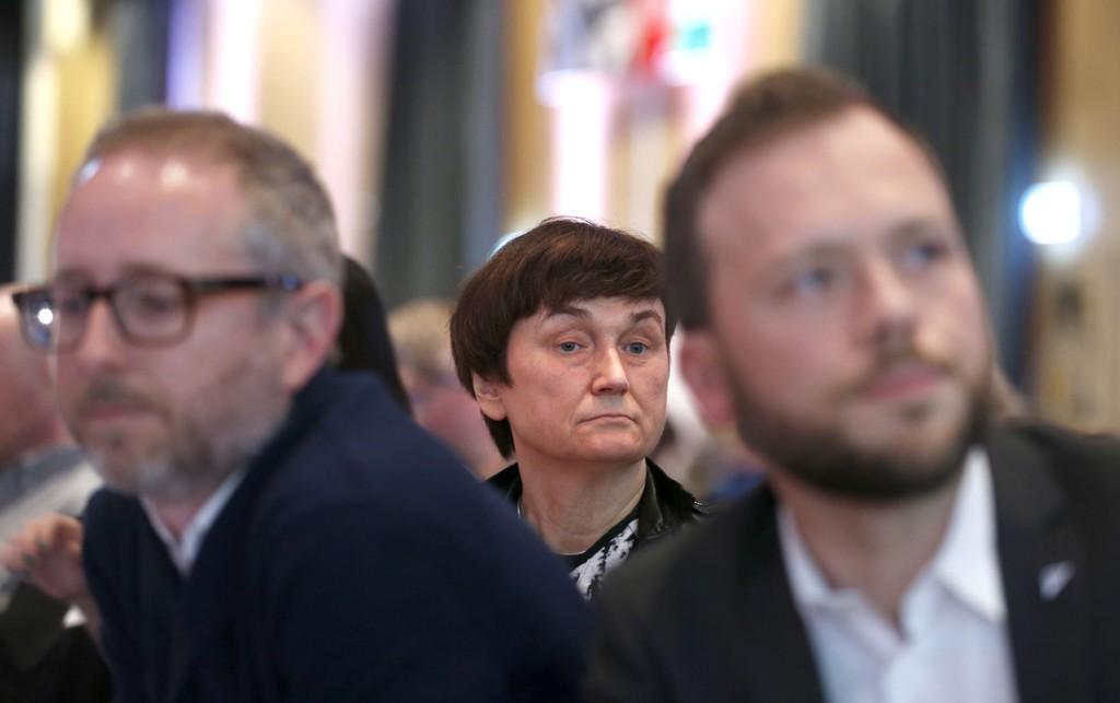 NY SV-LEDELSE: Oddny Miljeteig (bak) er ny nestleder. I forgrunnen nestleder Bård Vegar Solhjell t.v. og og leder Audun Lysbakken t.h.