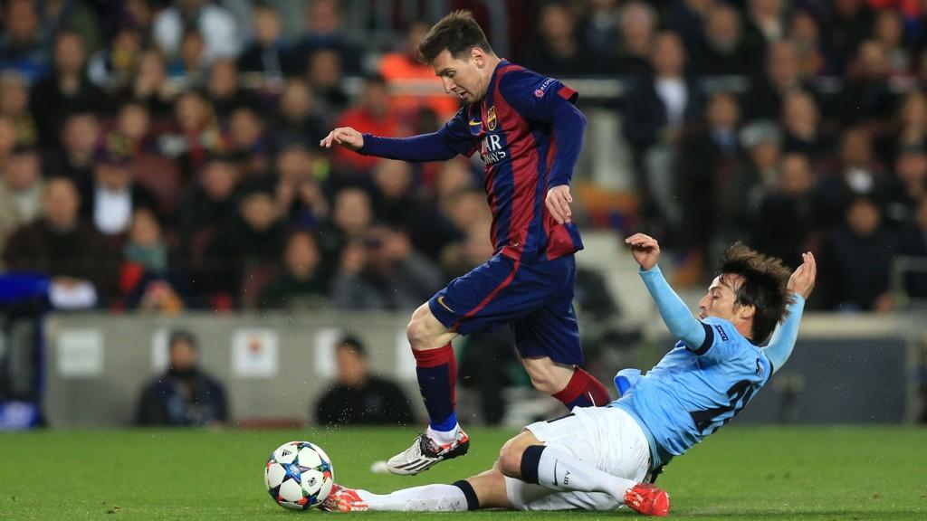 ØNSKET: Lionel Messi herjet med David Silva og Manchester Unitd onsdag kveld. Neste sesong kan de møtes oftere, dersom Messi blir Chelsea-spiller.
