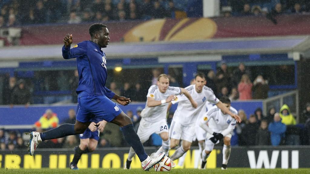 Romelu Lukaku avgjorde det første møtet mellom Everton og Dynamo Kiev fra straffemerket.