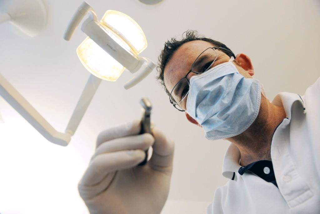 STORE FORSKJELLER: Tannlegeforeningen sier at prisen på tannhelse i Norge ikke er høye, og at det er helt naturlig at den er høyere enn i utlandet.