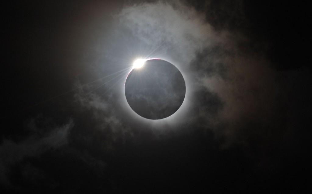 DÅRLIGE UTSIKTER: På fastlandsnorge er det mest sannsynlig kun deler av Nord-Norge som får sett solformørkelsen. På Svalbard - hvor formørkelsen er total - er utsiktene derimot svært gode. Foto: Scanpix