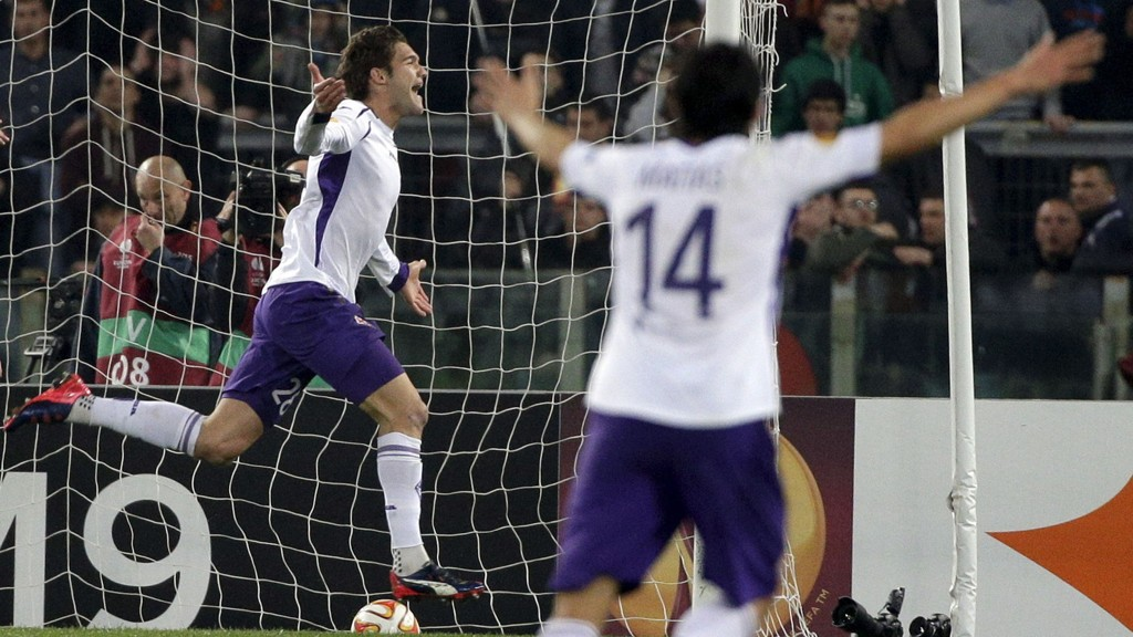 Fiorentinas Marcos Alonso jubler etter sin scoring mot Roma torsdag.