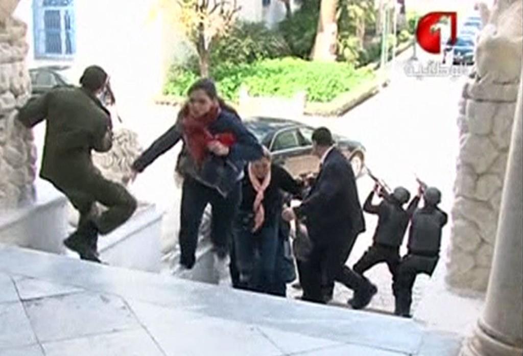Turister flyktet fra museet hvor gjerningspersonene holdt gisler.