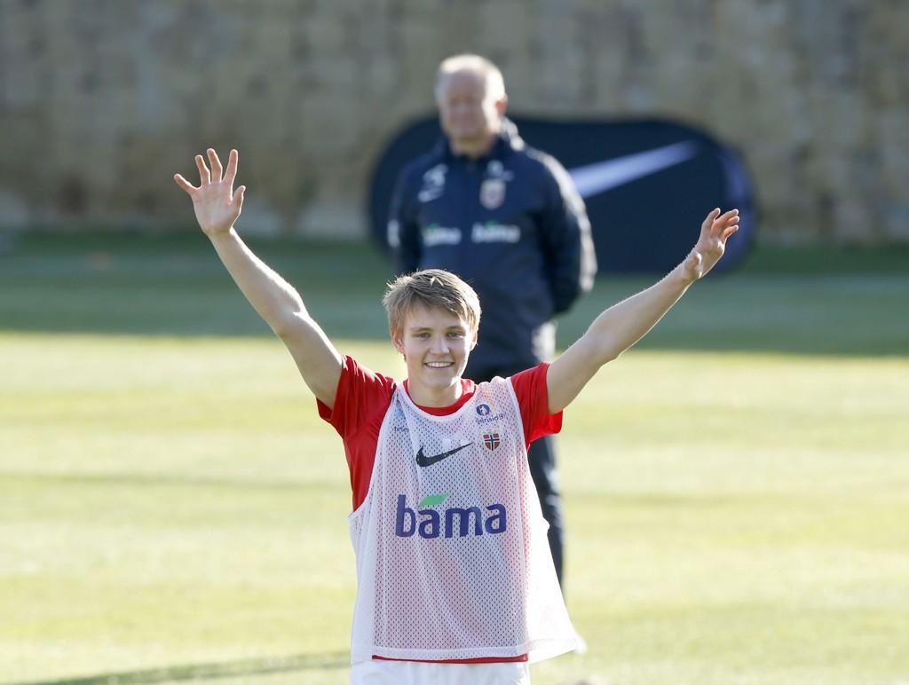 STARTER? Martin Ødegaard ble brukt som spiss i en 4-4-2-formasjon under tirsdagens landslagstrening. Det setter fart i spekulasjonene om stortalentet starter mot Kroatia på lørdag.