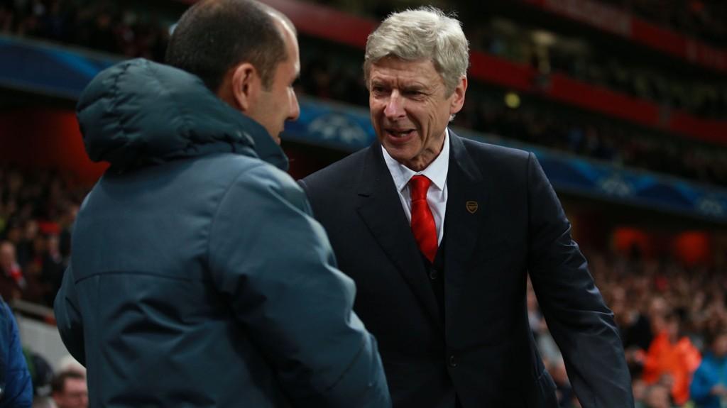 HYGGELIG TONE FØR KAMP: Arsenal-manager Arsene Wenger hilser på Monaco-manager Leonardo Jardim før lagene spilte første kamp på Emirates.