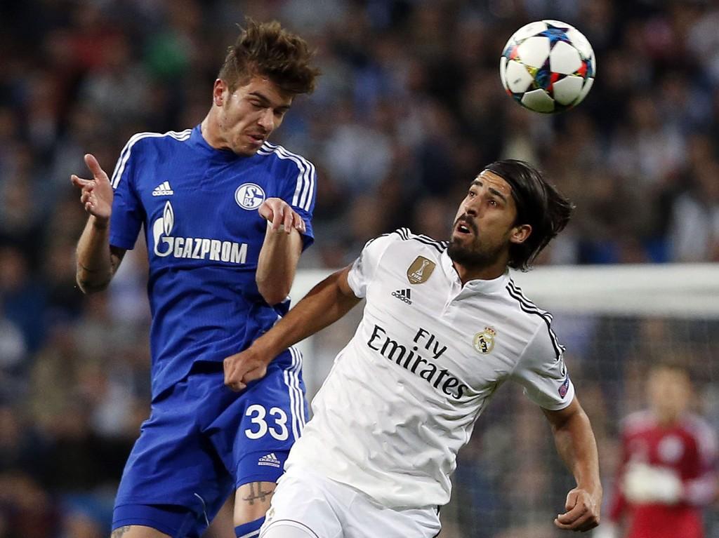 BYTTER BEITE: Sami Khedira (til høyre) kobles til Roman Neustädters klubb Schalke 04. Videre spill i Real Madrid blir det i alle fall ikke for Tysklands landslagsmann neste år.