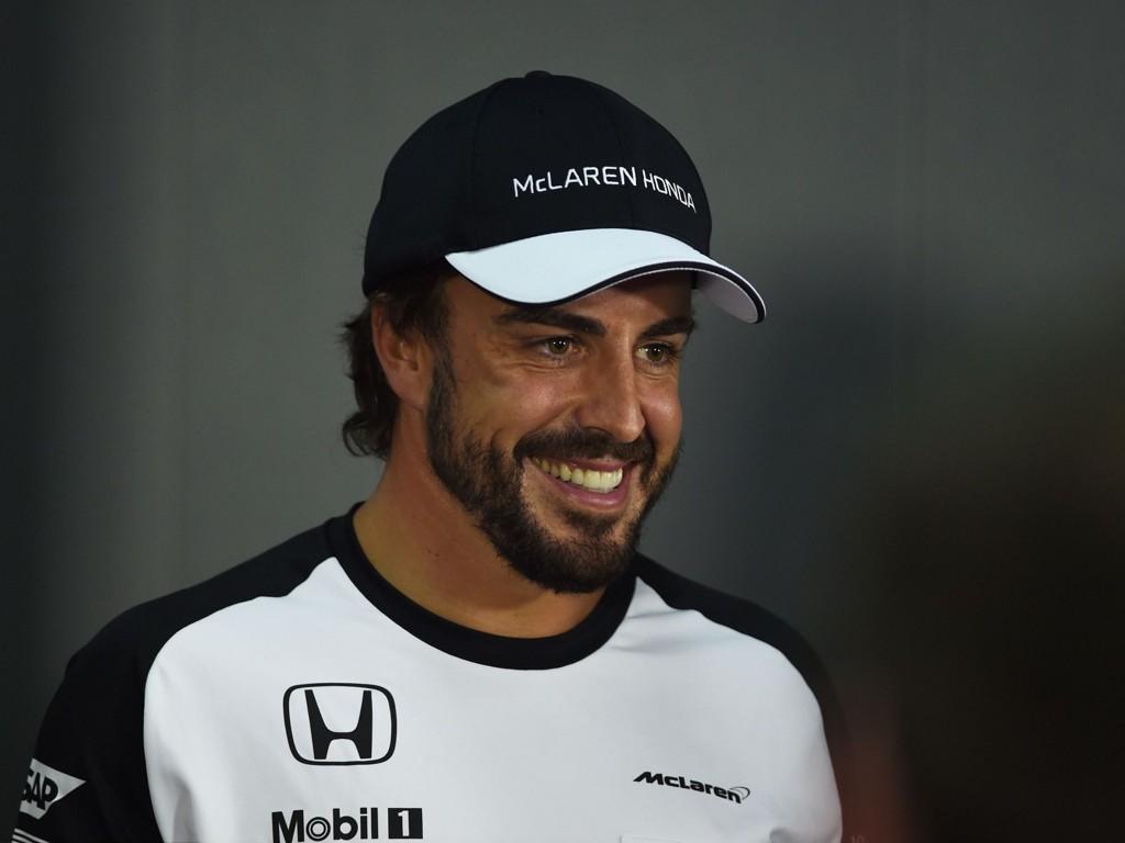 FRISKMELDT: Fernando Alonso var innblandet i en styg krasj for få uker siden. Nå er han klar for å kjøre løp igjen.