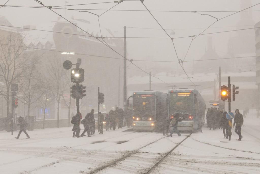 Snøen satte sitt preg på hovedstaden torsdag morgen, som her på Jernbanetorget.