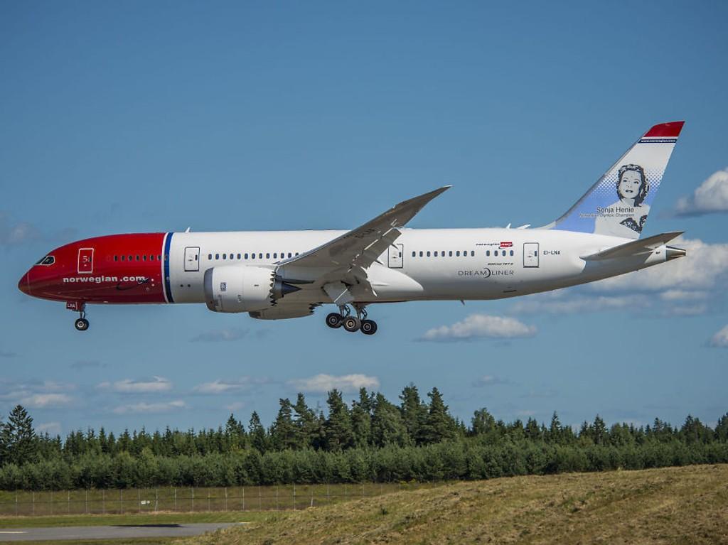 Norwegian endrer sine rutiner etter flystyrten i Alpene, slik at det til enhver tid må være to personer i cockpit. Foto: Erlend Aas / NTB scanpix