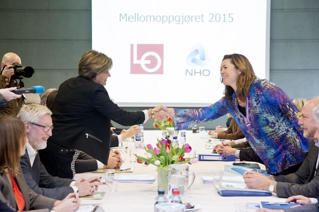 LO-leder Gerd Kristiansen og NHO-sjef Kristin Skogen Lund før første forhandlingsmøte i årets mellomoppgjør. Foto: Håkon Mosvold Larsen / NTB scanpix