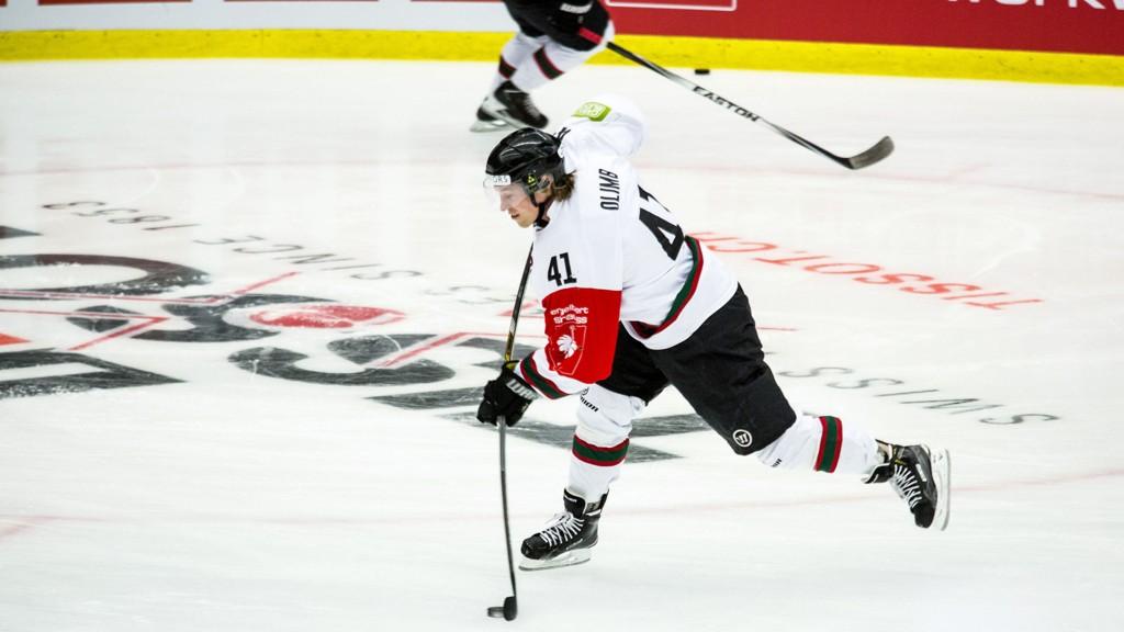 VERDIFULL: Mathis Olimb ble kåret til Champions Hockey Leagues mest verdifulle spiller i vinter. Her under oppvarming før en av finalekampene mot Luleå.