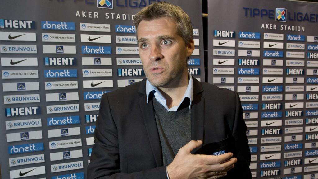 TROR PÅ EGNE SPILLERE: Tor Ole Skullerud tror en av hans egne spillere blir årets profil i Tippeligaen.
