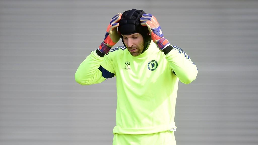 BLÅ TIL RØD: Chelsea's Petr Cech skal være ønsket av Arsenal.