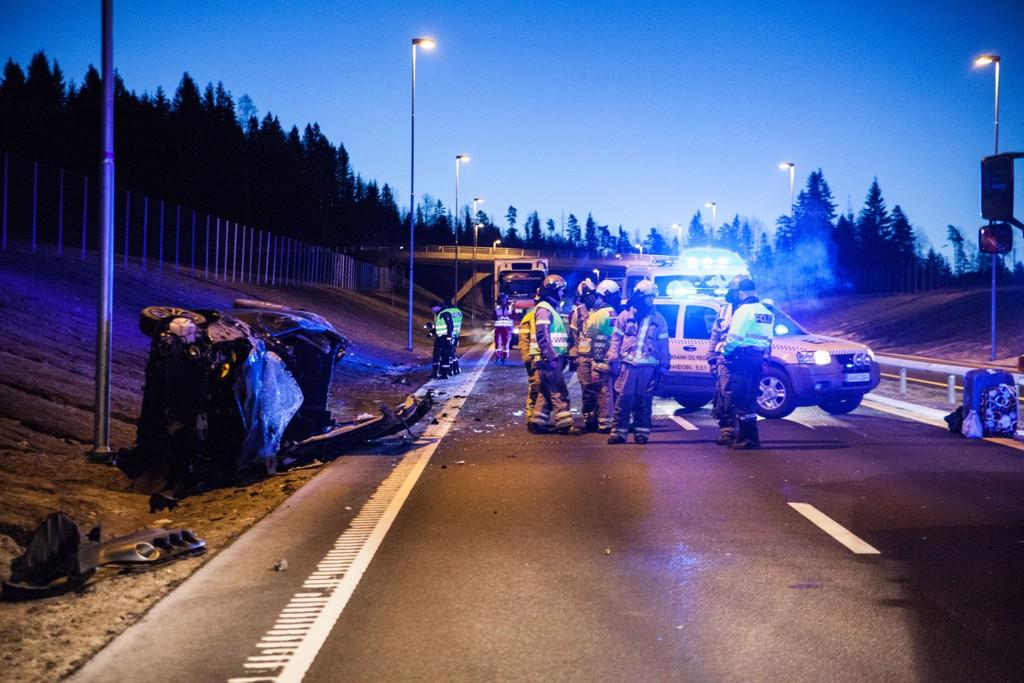 Mannskaper fra nødetatene på stedet der tre personer ble skadd i en trafikkulykke på E18 i Hærlandstunnelen i Eidsberg kommune i Østfold. I første kvartal av 2015 døde det færre i trafikkulykker, enn på samme periode i fjor.