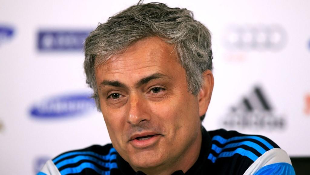 SMILER: José Mourinho får trolig mer å smile for denne helgen. Her fra en pressekonferanse tidligere i mars.