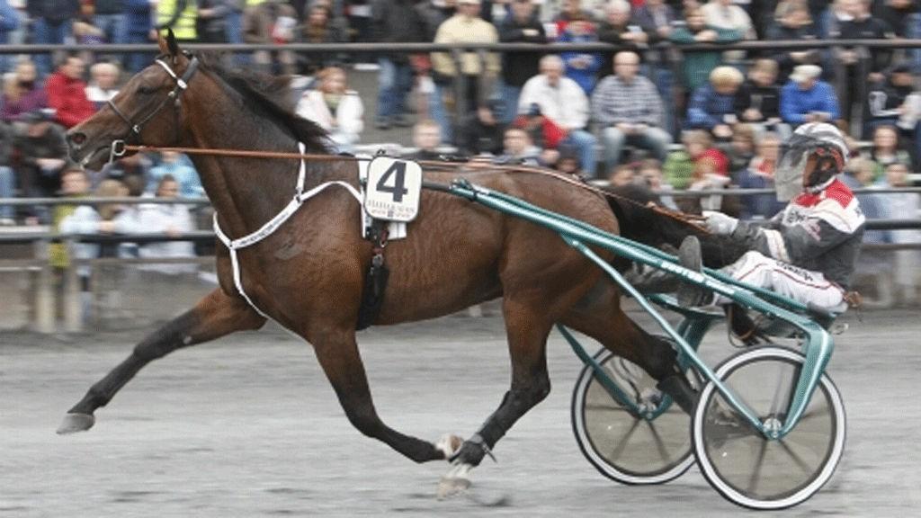 Örjan Kihlström kjører dagens tyngste V4-favoritt.