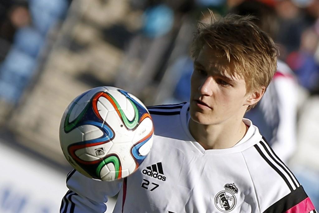 PÅ BENKEN: Martin Ødegaard (16) fikk ikke spilletid da Real Madrid Castilla vant 2-0 mot Conquense på søndag.