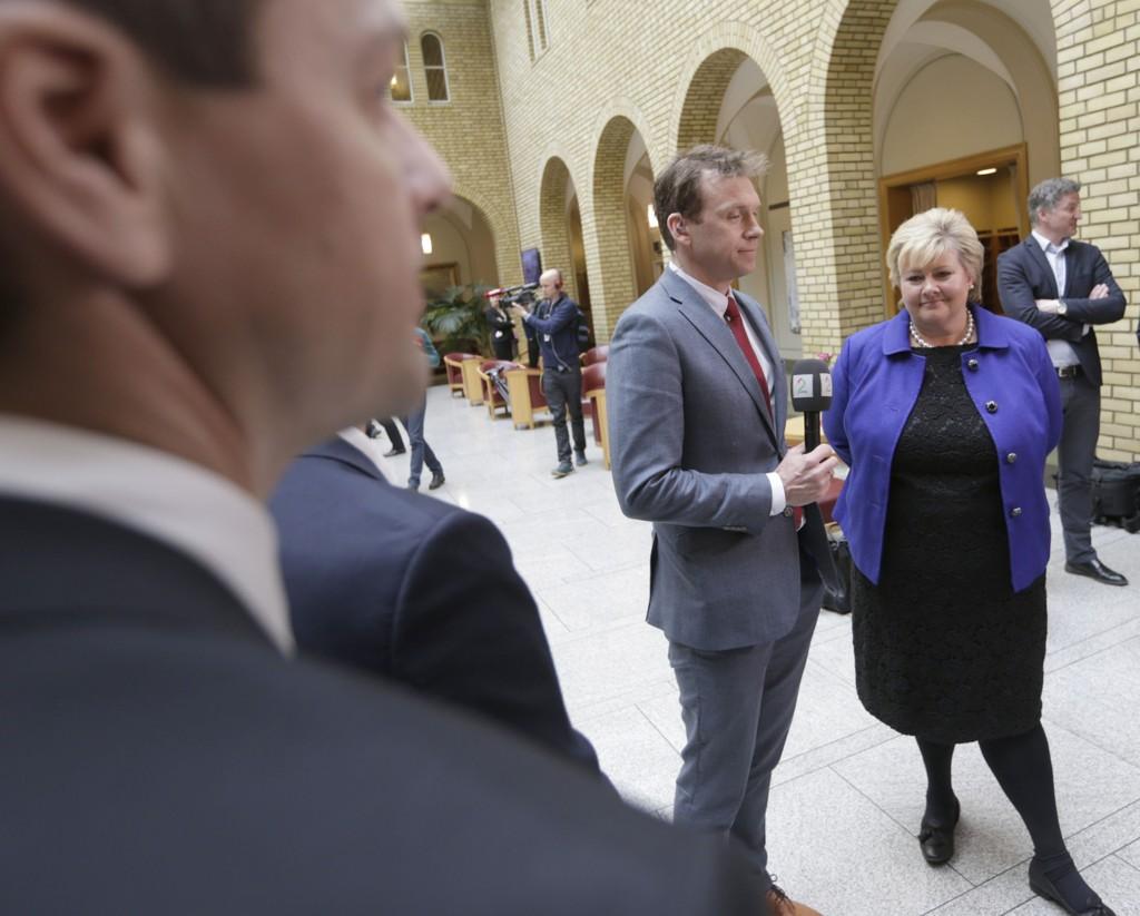 Statsminister Erna Solberg nektet å svare på spørsmål om asylbarna i spørretimen på Stortinget onsdag. Her er hun vandreahallen etter spørretimen.