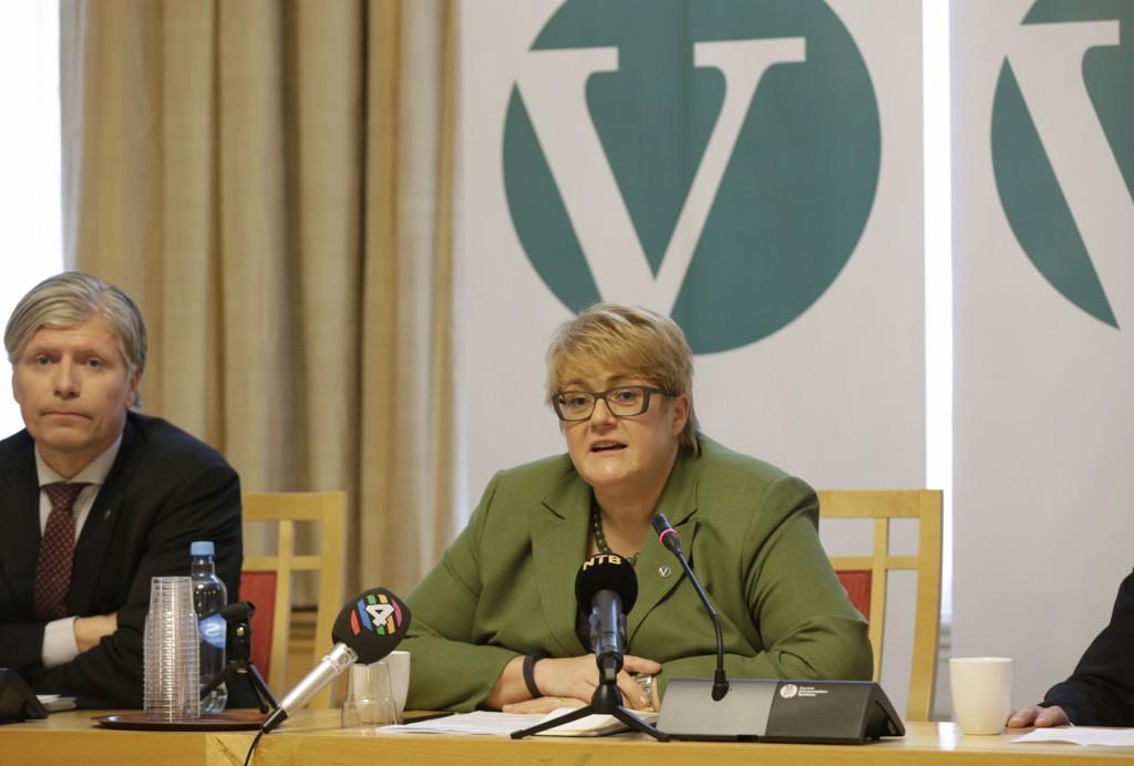 Venstres leder Trine Skei Grande og Ola Elvestuen (nestleder) på pressekonferanse før Venstres landsmøte i stortinget.
