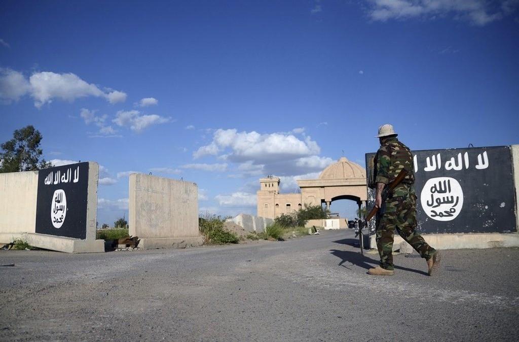 I slutten av mars drev irakiske regjeringsstyrker og militser IS ut av Saddam Husseins hjemby Tikrit i Salahuddin-provinsen. IS' militære nederlag her kostet opprørerne store oljeinntekter.