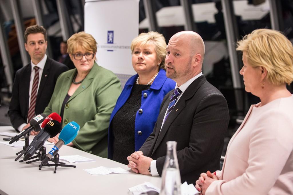 Fremskrittspartiet mener den nye asylavtalen med Venstre og KrF gjør regelverket strengere. Her fra onsdagens pressekonferanse i Nydalen.