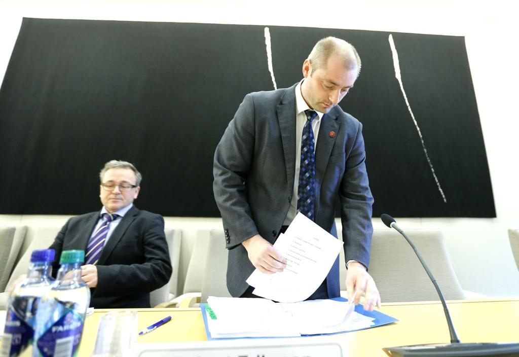 Arbeids- og sosialminister Robert Eriksson (Frp) mottok torsdag ekspertutvalgets forslag om tiltak i Nav.