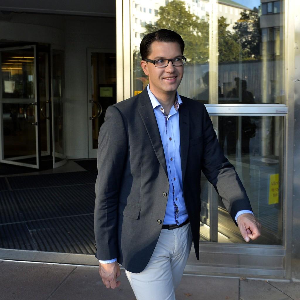 Pressesjef i Sverigedemokraternas, Henrik Vinge, skal ifølge svenske Expressen være avbildet sammen med det italienske høyrekstreme partiet La Destras leder. På bildet er Sverigdedemokraternas leder Jimmie Åkesson.
