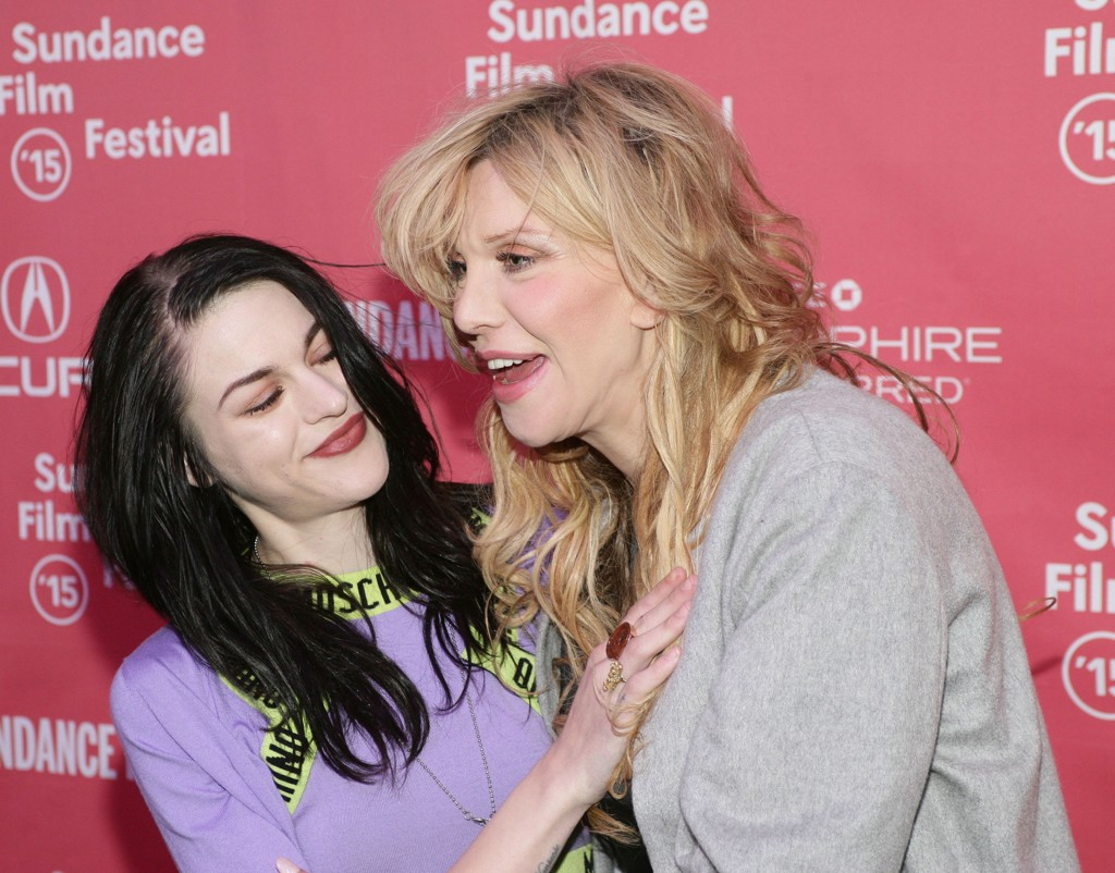 MOR OG DATTER: Frances og Courtney Love under Sundance.