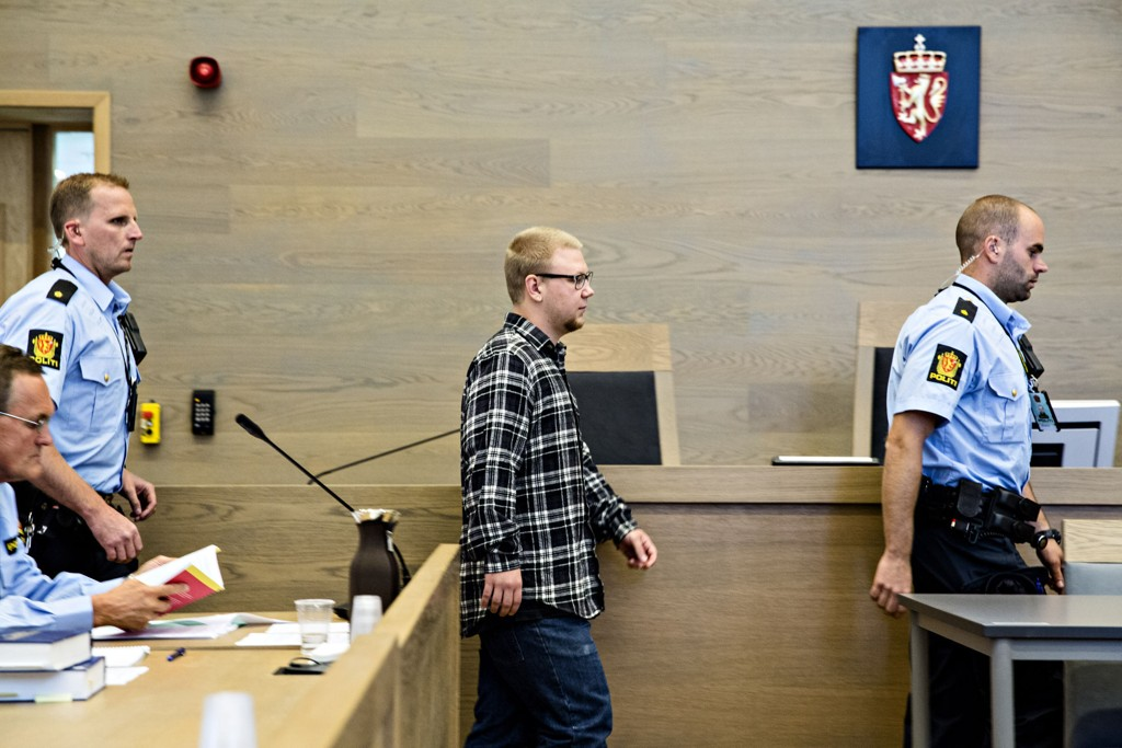 Drapssiktede Kim Andreas Kristiansen (23) erkjenner nå straffskyld etter å ha drept stefaren Bjarte Hansen (58).