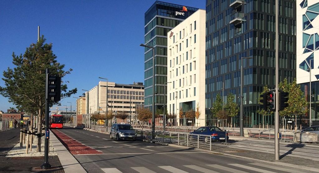 Dronning Eufemias gate går like foran barcode-rekken i Bjørvika. Gaten imponerer ikke syklistene.
