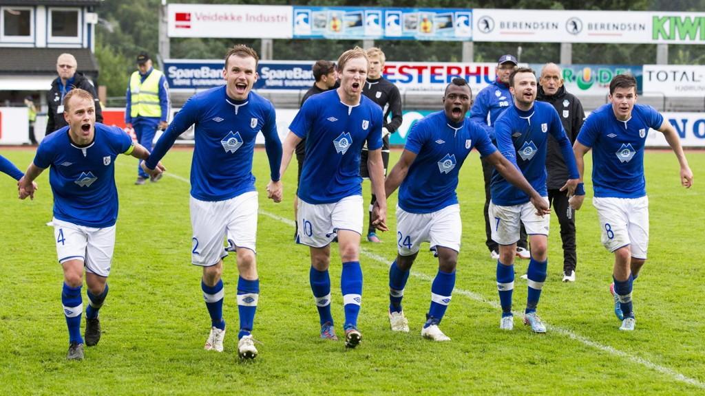 Vi tror Hødd-spillerne får grunn til å juble etter premierekampen på nye Høddvoll i kveld.