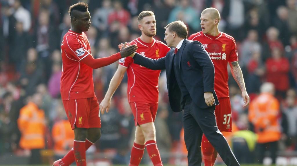 NYTT GRESS: Mario Balotelli og Brendan Rogers kan glede seg over at Anfield får ny gressmatte.