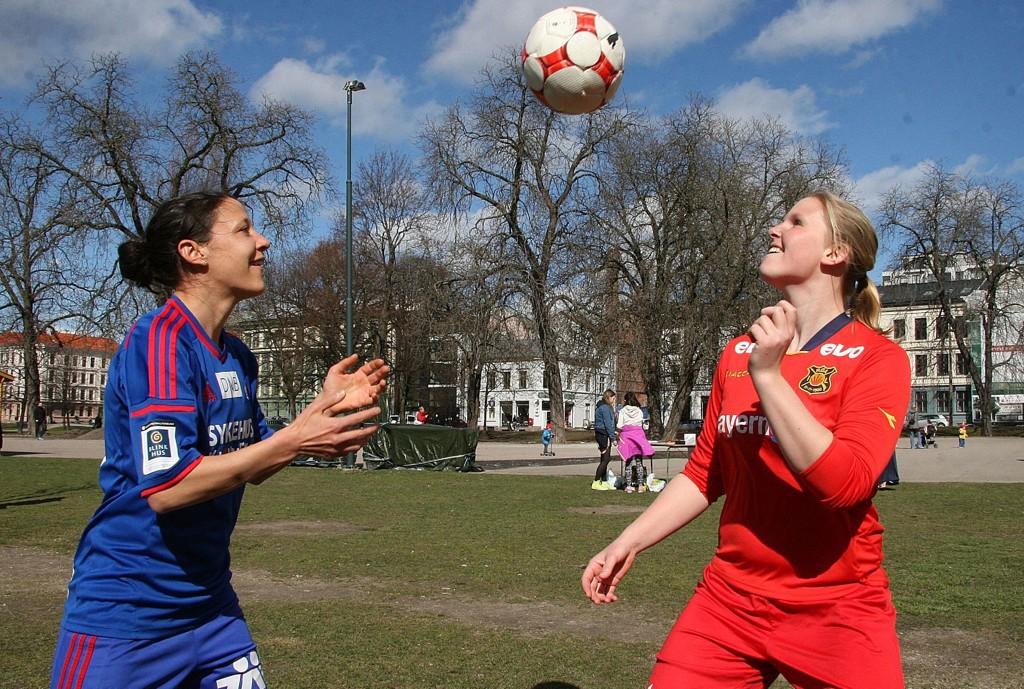 Til daglig bor de sammen. Tirsdag er Daniela Schwarz (29) og Kirvil Schau Odden (22) motstandere når VIF og Røa skal gjøre opp om hvem som er best i Oslo.