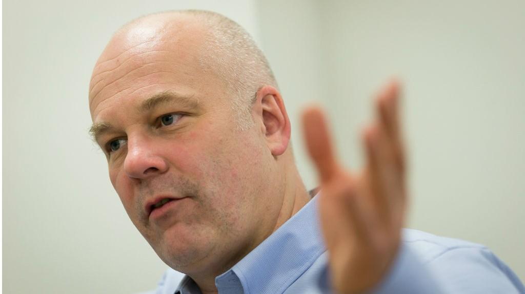 NRK-sjef Thor Gjermund Eriksen er enig med fagforeningene om å avslutte ordningen med ytelsespensjon. Det betyr at seks milliarder i gjeld forsvinner.