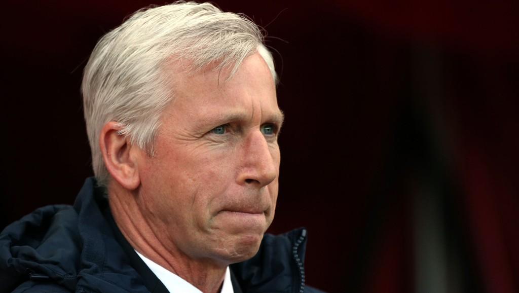 SMILER DU?: Alan Pardew må ha store problemer med å kvele gliset sitt om dagen. Her fra forrige runde mot Sunderland.