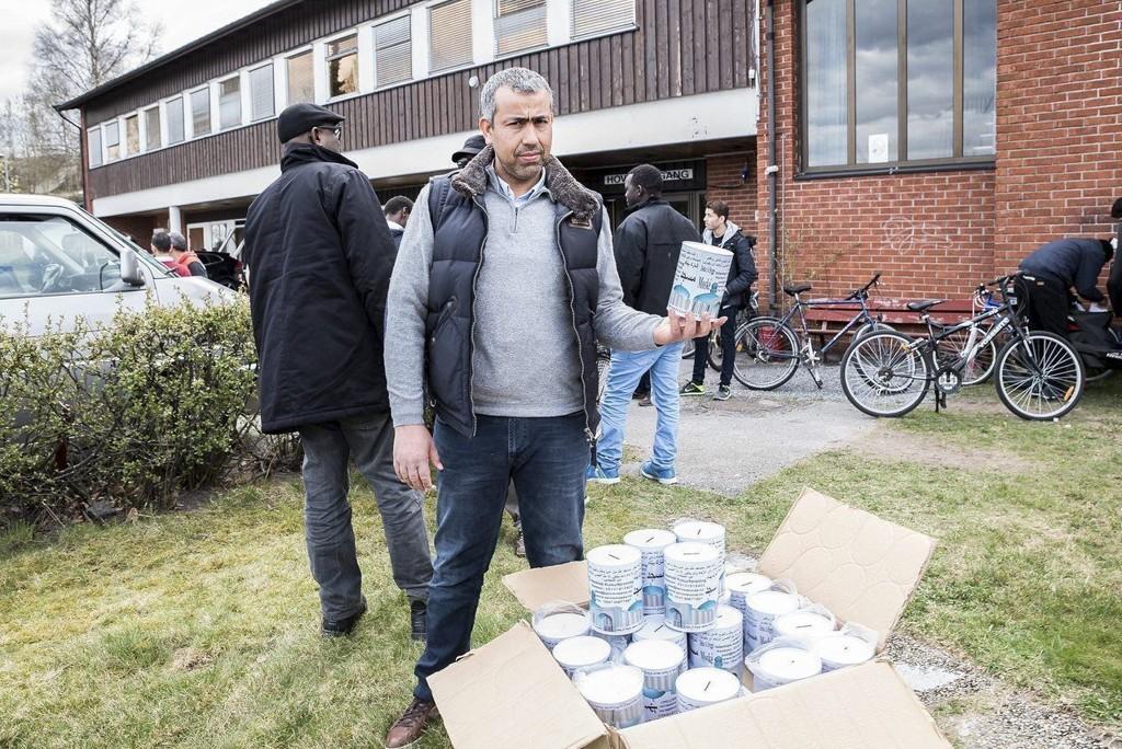 VIL HJELPE: Mohammed Zaidan i Islamsk kulturforening, og nå også Amanastiftelsen, har planer om å samle inn penger til flere moskeer enn den i Larvik. Foto: Joachim Hellenes (Østlands-Posten)