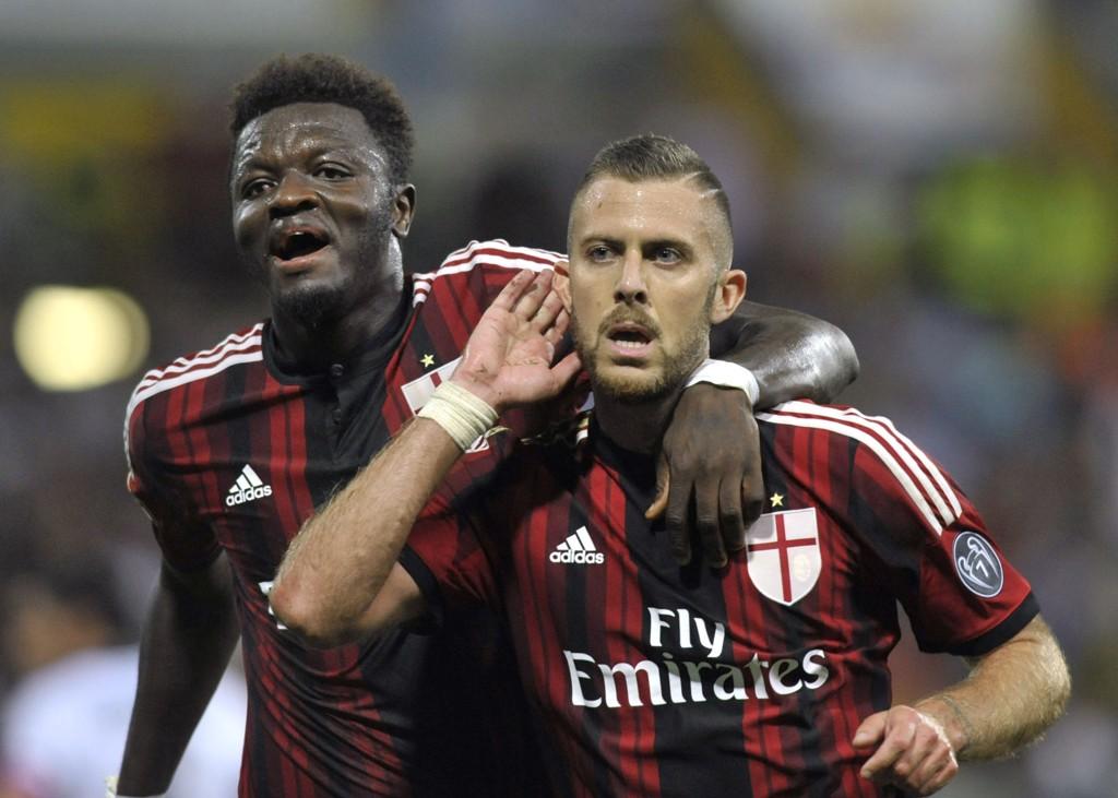 Milans Jeremy Menez og Sulley Muntari møter Inter til byderby i Milano søndag kveld.