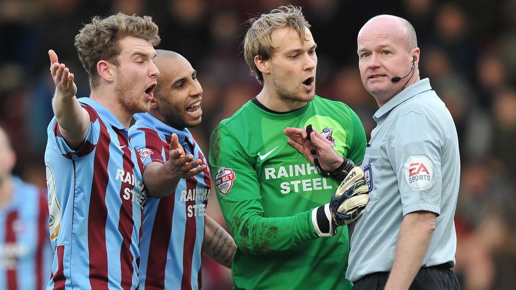 Tre poeng mot Bradford i kveld vil bety at Scunthorpe har sikret fornyet kontrakt i League Two når det gjenstår to runder igjen av sesongen.