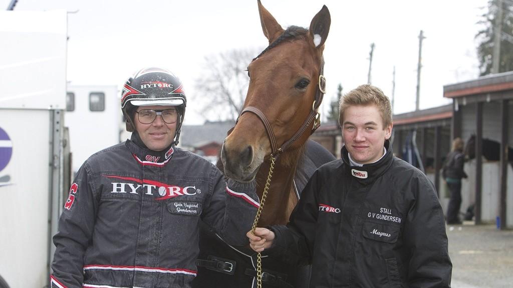 Far Geir Vegard Gundersen og sønn Magnus Teien Gundersen har fine vinnersjanser på Bjerke onsdag. Foto: Anders Kongsrud/www.hesteguiden.com.