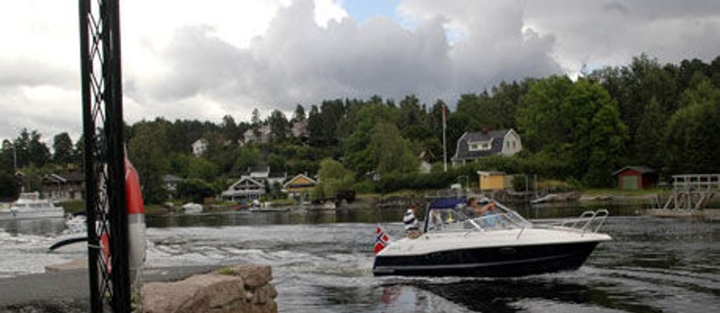 Påbudet om bruk av flytevest for alle som oppholder seg i åpne båter i fart gjelder hele 86 prosent av totalt 320.000 fritidsbåter.