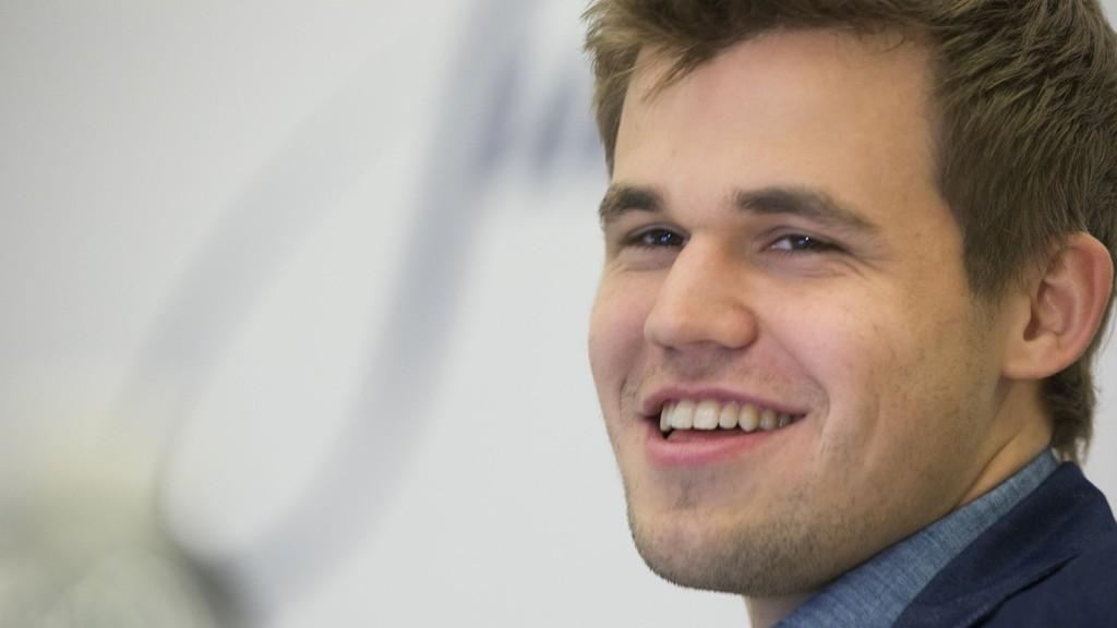 VANT: Magnus Carlsen vant nok et parti tirsdag.