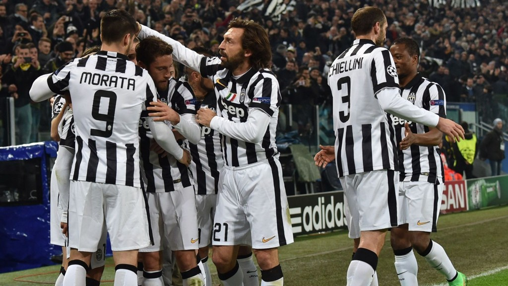Juventus' players celebrate their first score during the UEFA Champions League round of 16 first leg football match Juventus vs Borussia Dortmund at the Juventus stadium in Turin on February 24, 2015. AFP PHOTO / GIUSEPPE CACACE