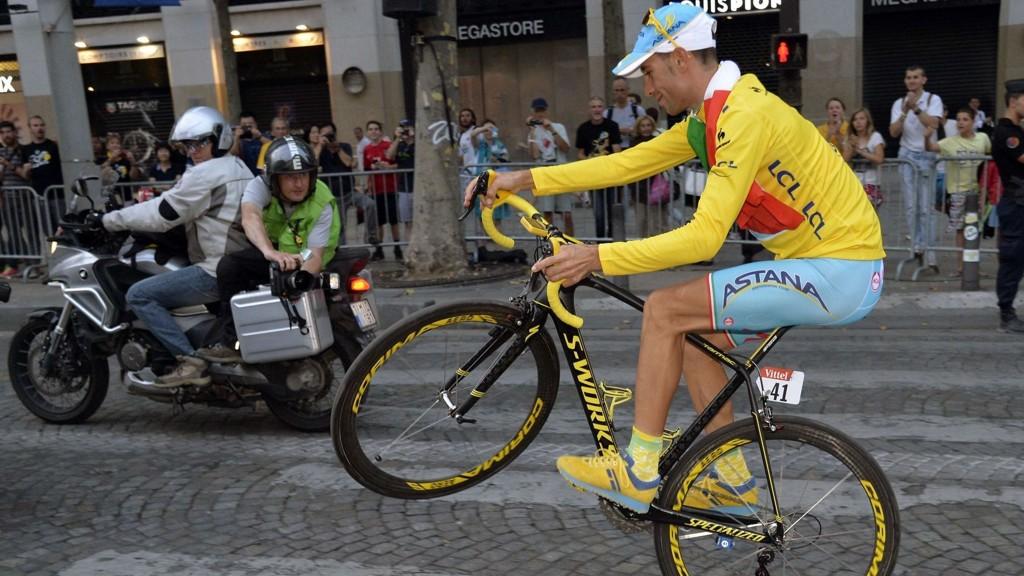 Regjerende Tour de France-vinner Vincenzo Nibali avviser at han har planer om å sykle Giro d'Italia. Hans egen arbeidsgiver ønsker ham likevel på start.
