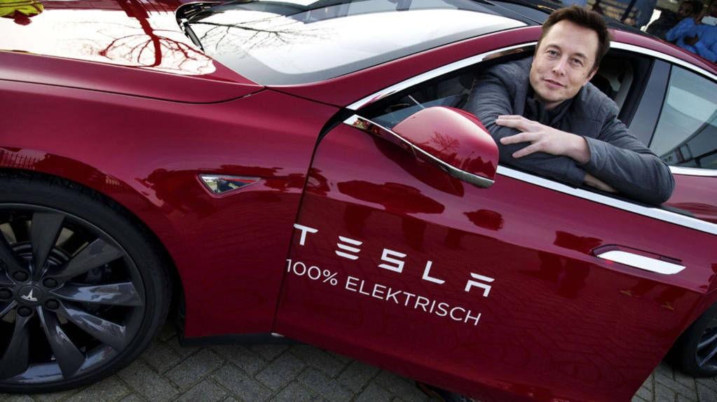 Tesla-sjef Elon Musk er en av verdens mest suksessrike gründere. Han skapte sin formue gjennom først å selge et ukjent programvareselskap han startet, før han var med på å bygge opp PayPal og ble milliardær da eBay kjøpte selskapet. Pengene har han brukt til å startet romfartsselskapet SpaceX og overta bilprodusenten Tesla.