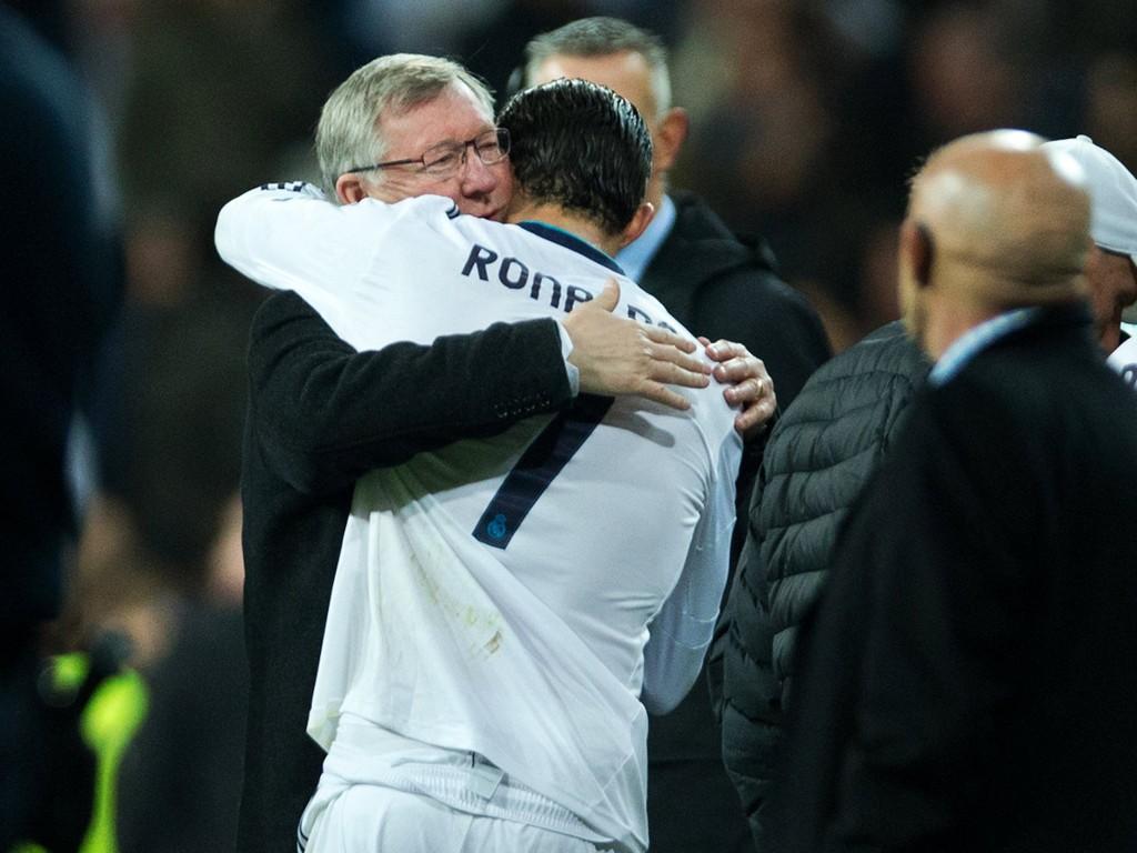 GAMLE VENNER: Alex Ferguson mener Cristiano Ronaldo er tøff nok til å spille også i engelske bakgårdsklubber. Her er de to fotografert på Old Trafford etter Manchester Uniteds møte med Real Madrid i Champions League for to år siden.