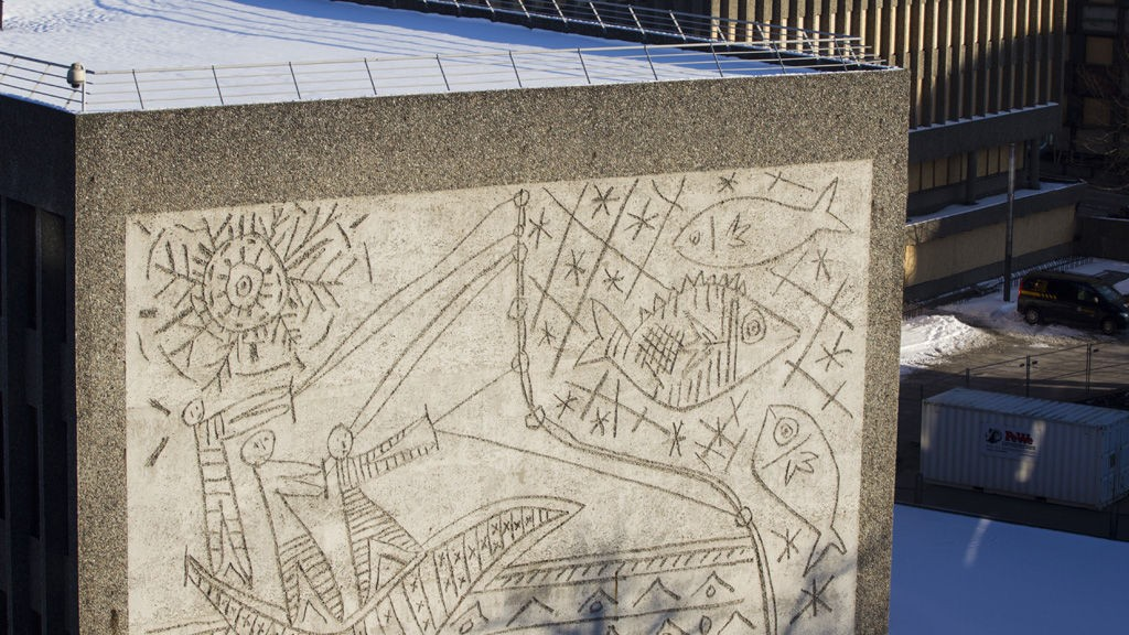 Spanske arkitekter har kastet seg inn i kampen om å bevare Y-blokken med sitt sandblåste kunstverk basert på tegninger av Picasso på endeveggen.