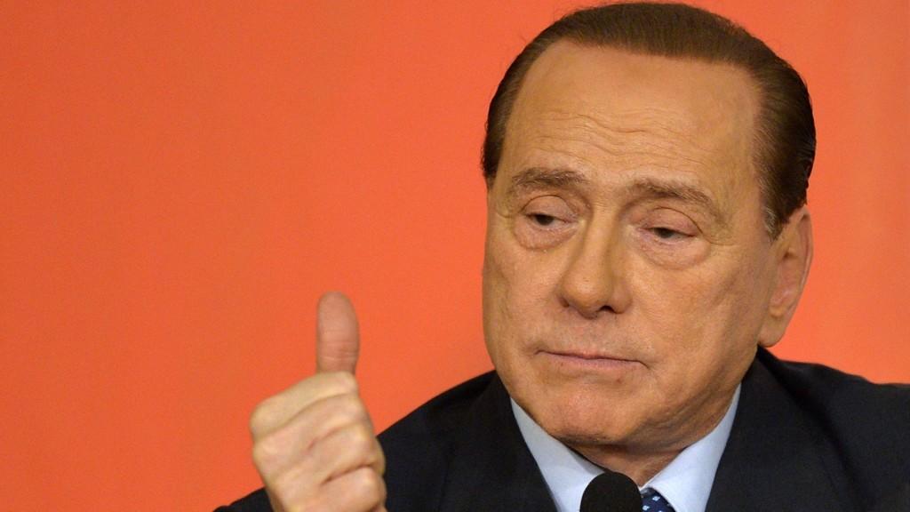 SELGE: Silvio Berlusconi skal være villig å gi fra seg eieretten for AC Milan.